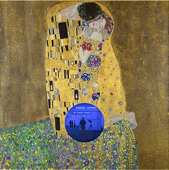 Gazing Ball (Klimt Kiss)