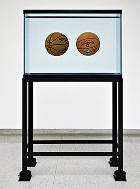 Two Ball Total Equilibrium Tank(Spalding Dr. J Silver Series, Spalding NBA Tip-Off)